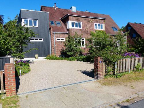 Vorgarten eines Hauses in Hamburg- Volksdorf, Mai 2013