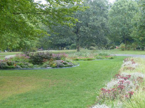Staudenpflanzung auf dem Friedhof in Hamburg-Volksdorf